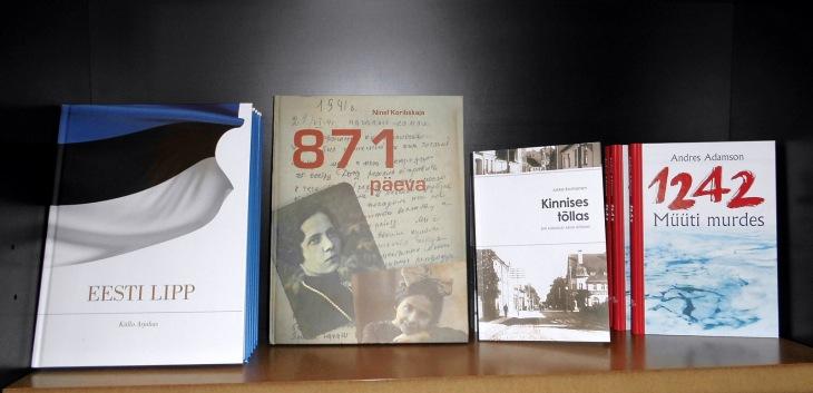 Ja sangen hyvässä seurassa vieläpä: Viron lipun historiaa, Leningradin piiritystä II maailmansodassa ja taistelua Peipsin jäällä 700 vuotta aiemmin...